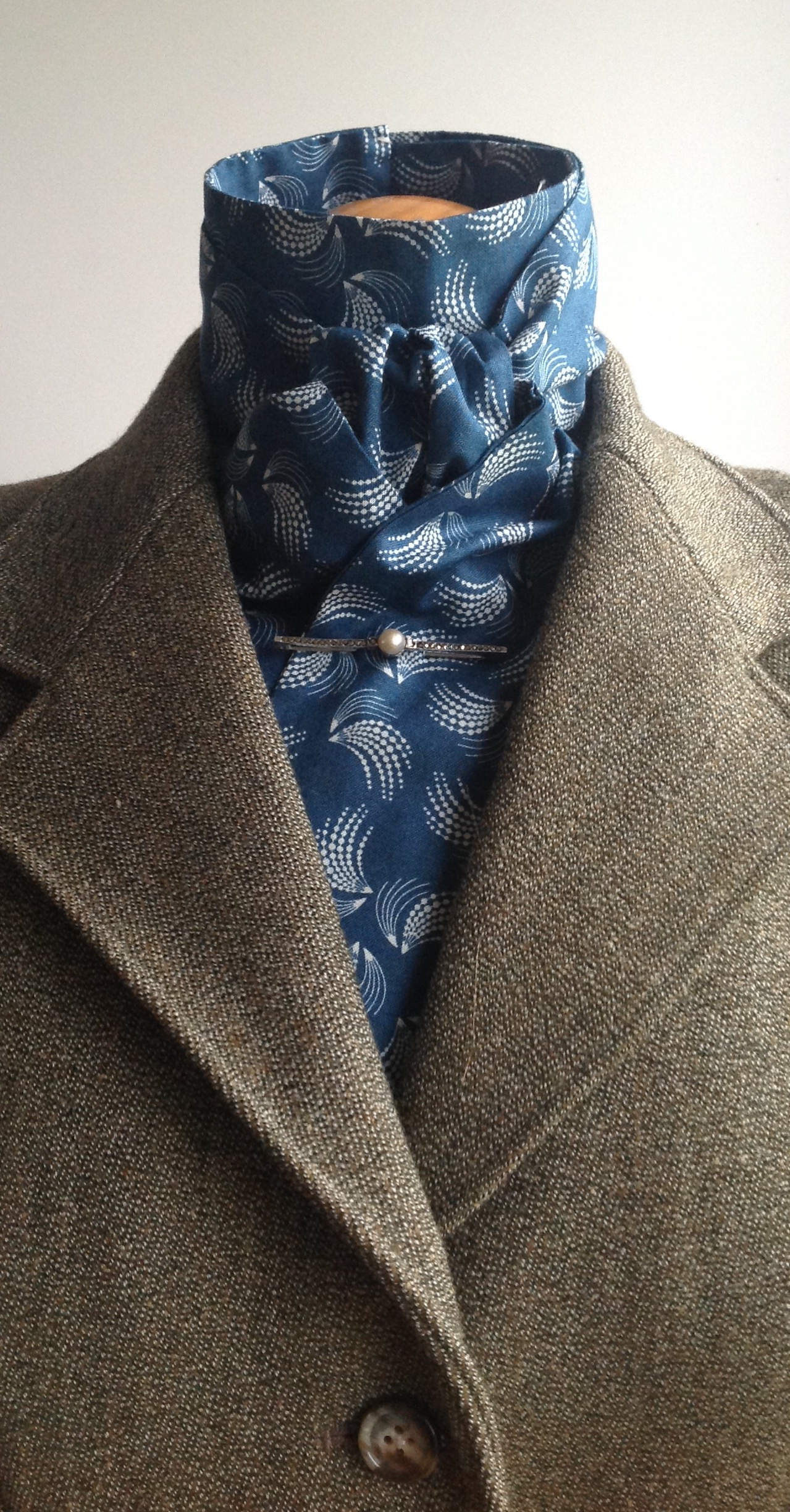 Shaped to tie 100% cotton stock - Seaspray print in French navy and cream
