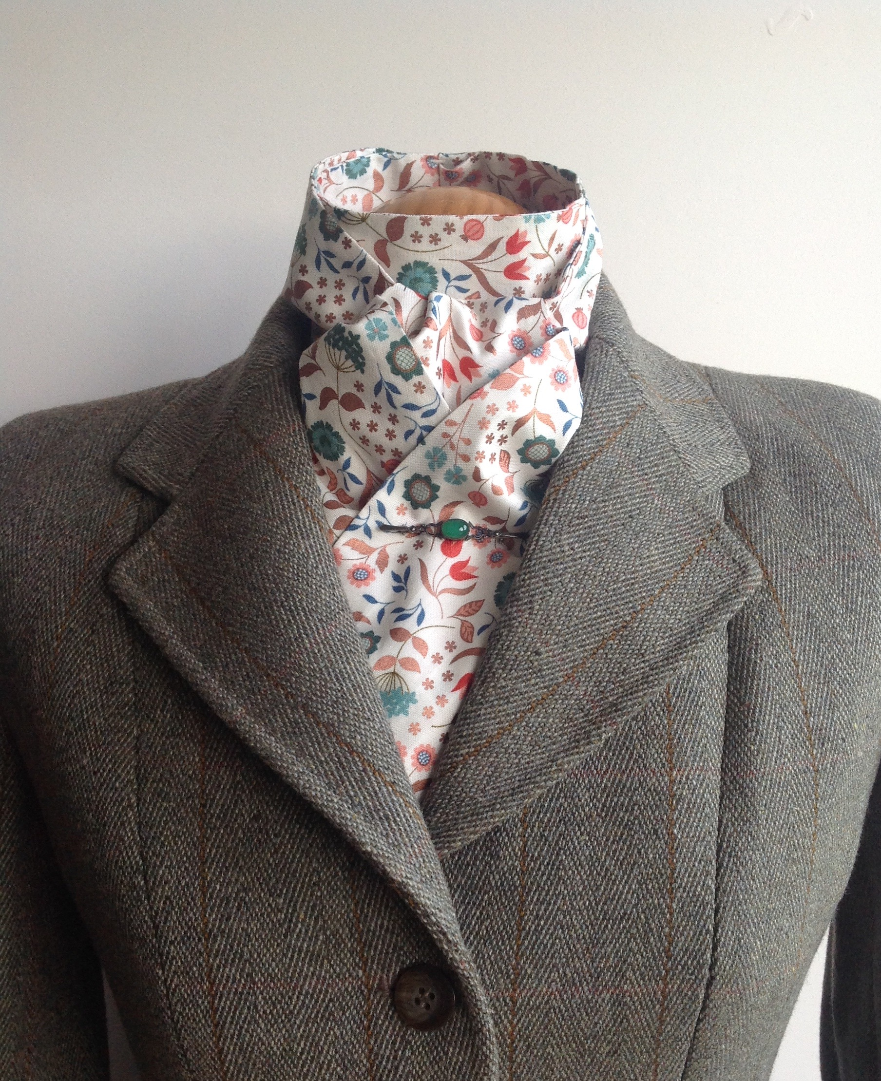 Shaped to tie 100% cotton stock - Chieveley multi