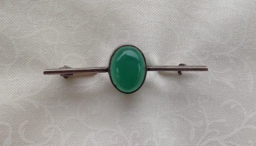 Vintage sterling silver stock pin with Jade coloured cabachon