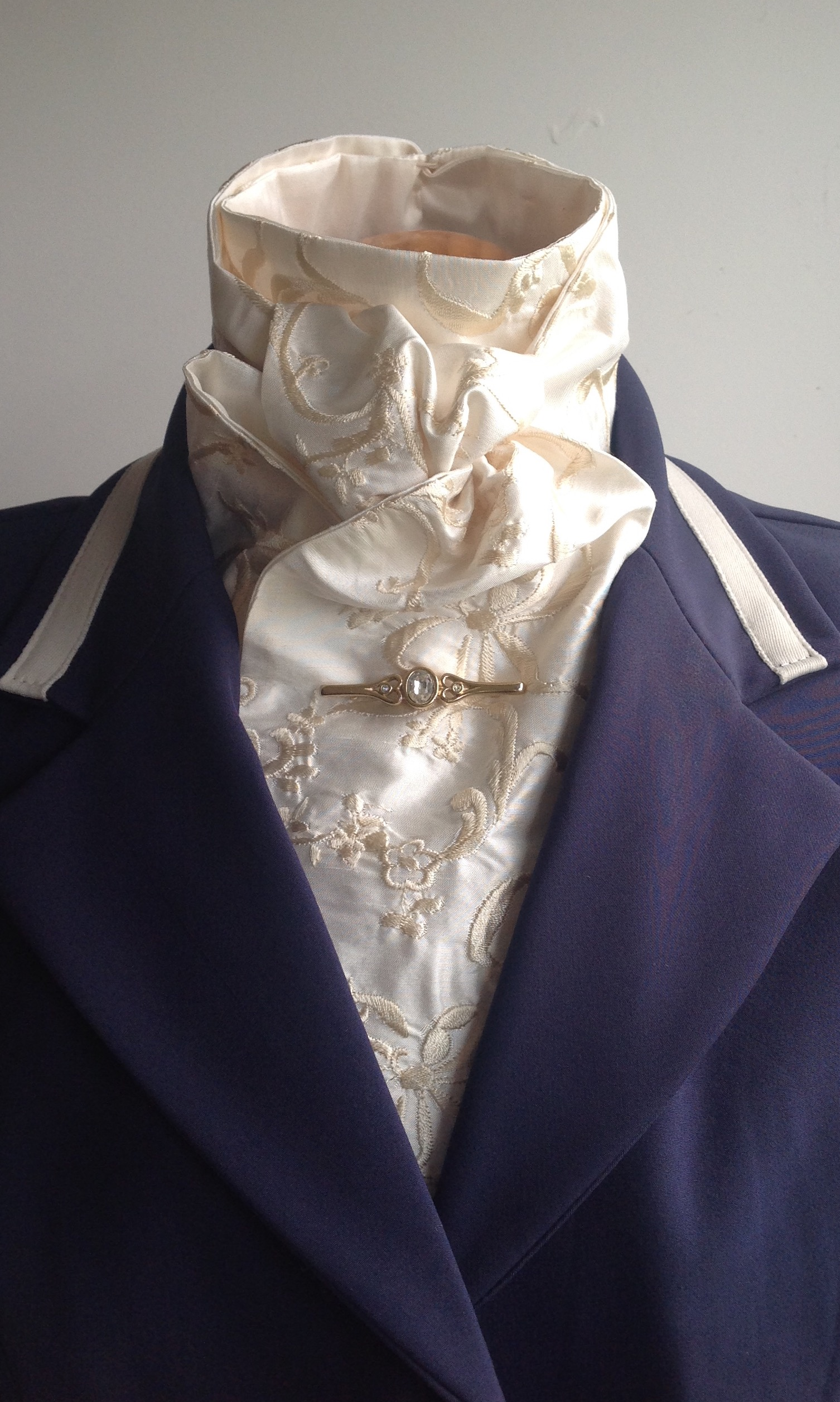 Shaped to tie 100% silk stock - ivory with pale gold floral embroidery