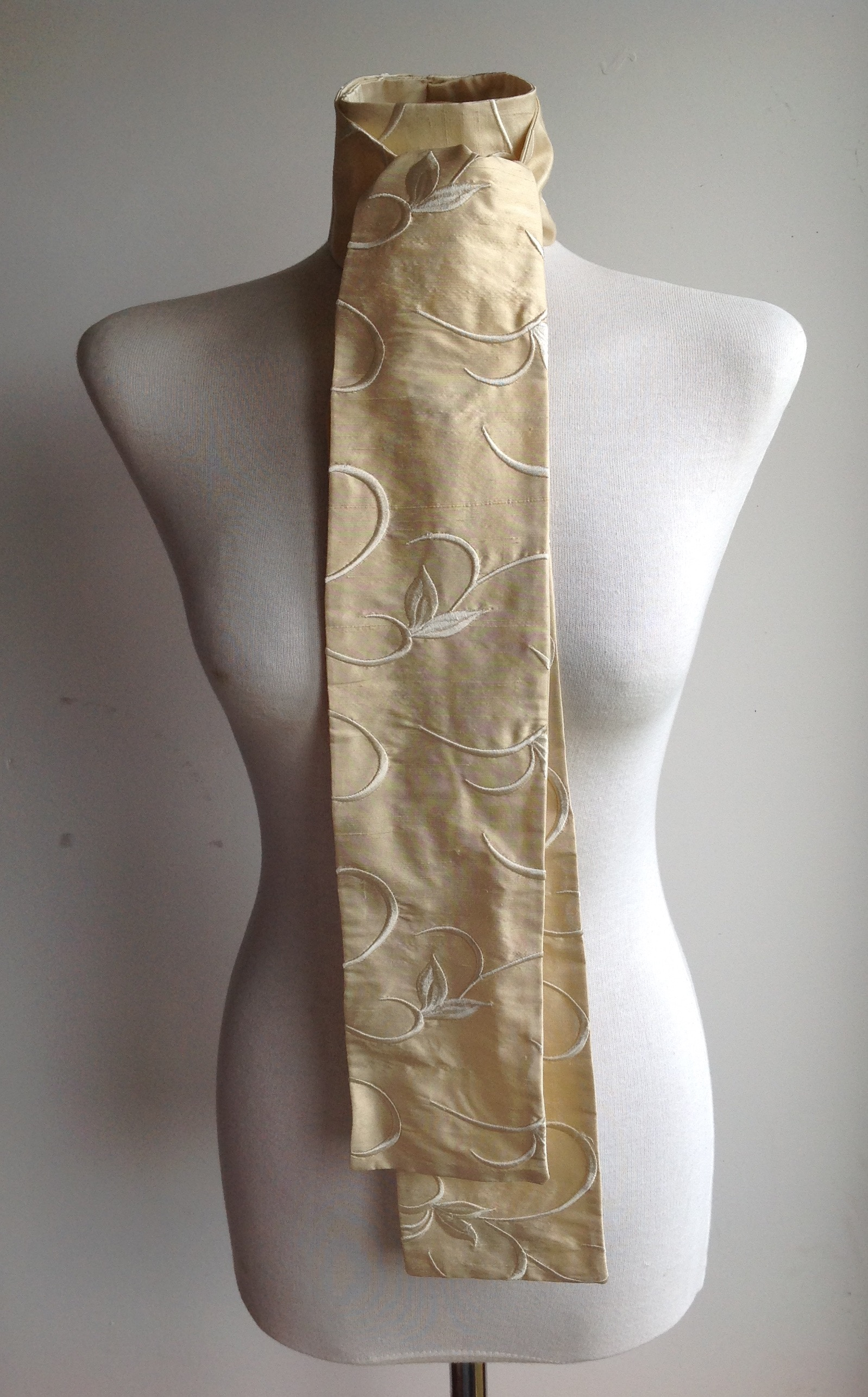 Shaped to tie 100% silk stock - deep cream with self coloured floral embroidery