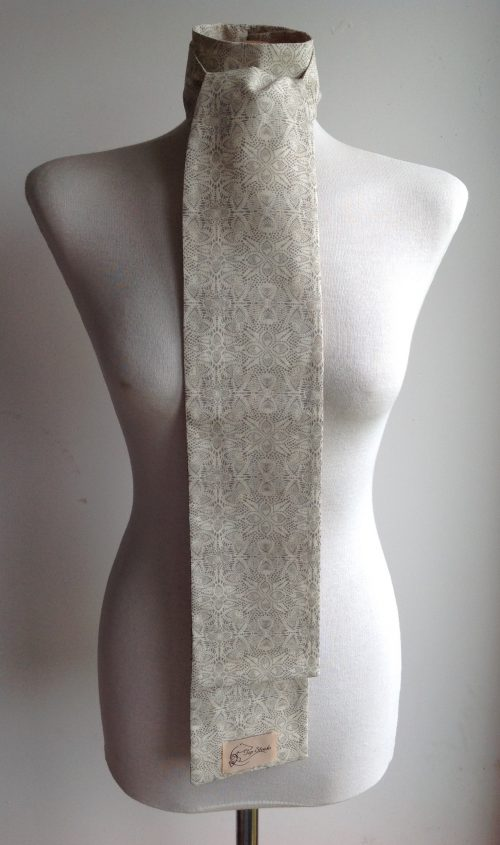 Shaped to tie 100% cotton stock - Lace print cream/taupe