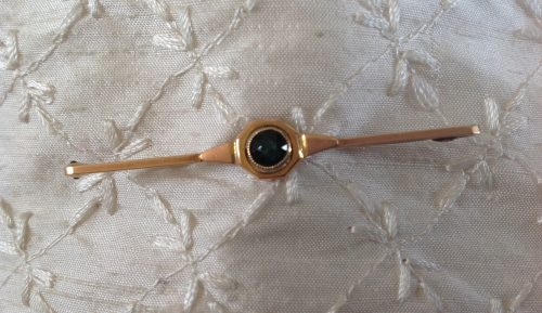 Edwardian 9ct gold with dark blue stone stock pin