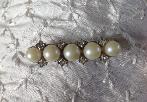 Vintage silvertone, 5 large faux pearls and diamante stock pin