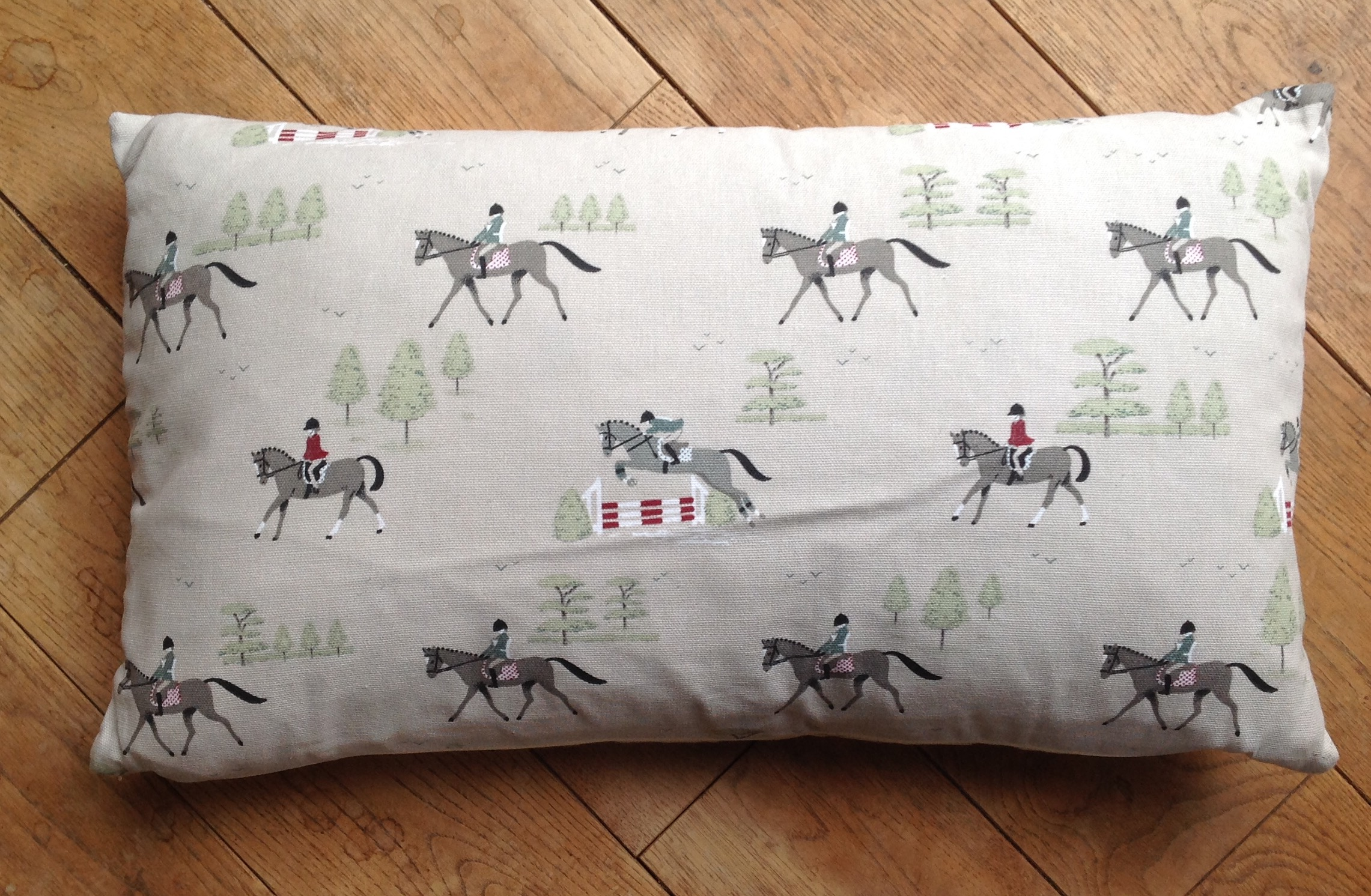 "Cushion cover - 12"" x 20"" Hold Your Horses print"