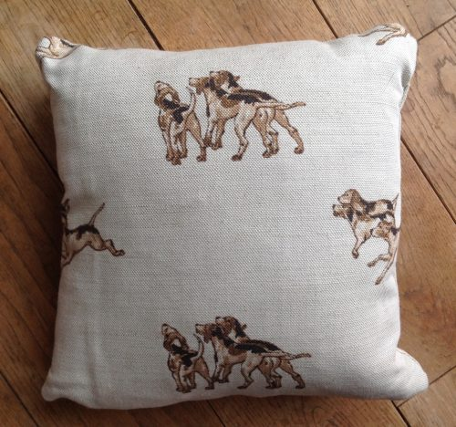 "Cushion cover - 12"" Hunting Hounds"