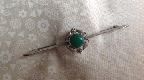 Vintage Art Nouveau style Sterling silver and green cabachon stock pin