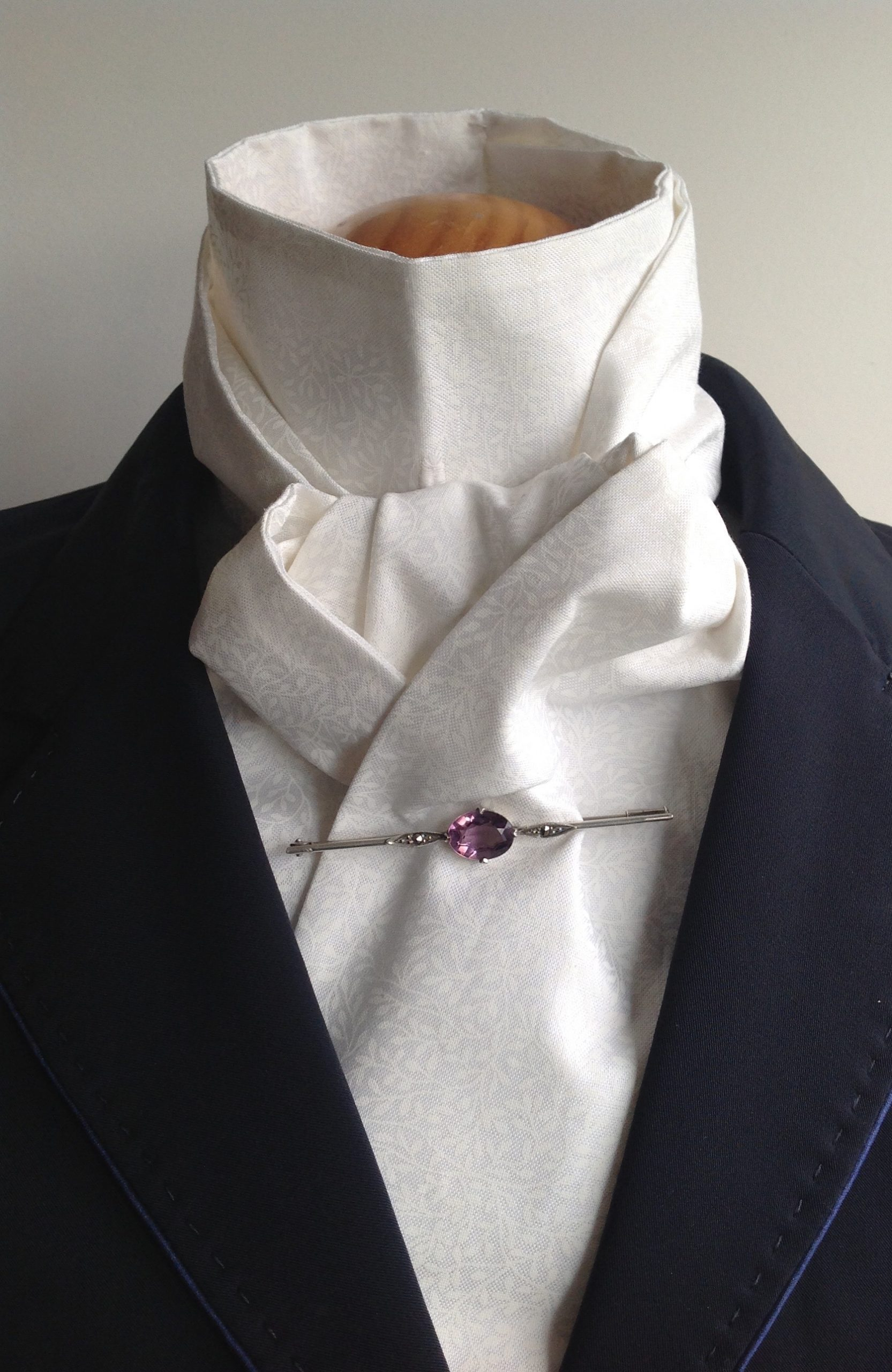 Shaped to tie 100% cotton stock - mini floral ecru/white