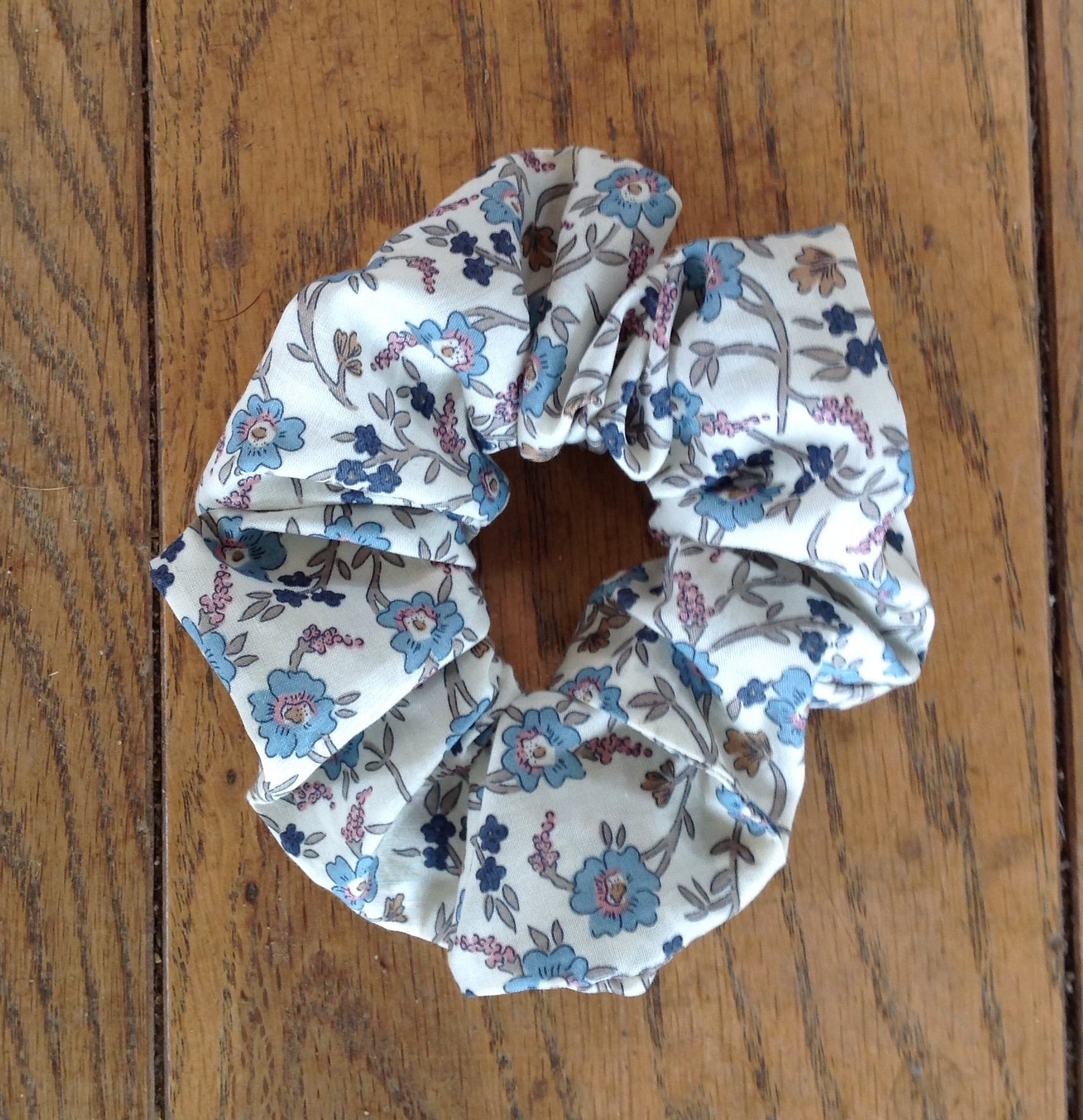 Liberty tana lawn scrunchie - Hannah Fah blue
