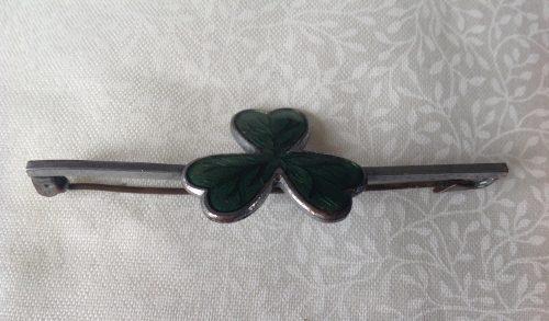 Vintage unmarked silver and enamel shamrock stock pin